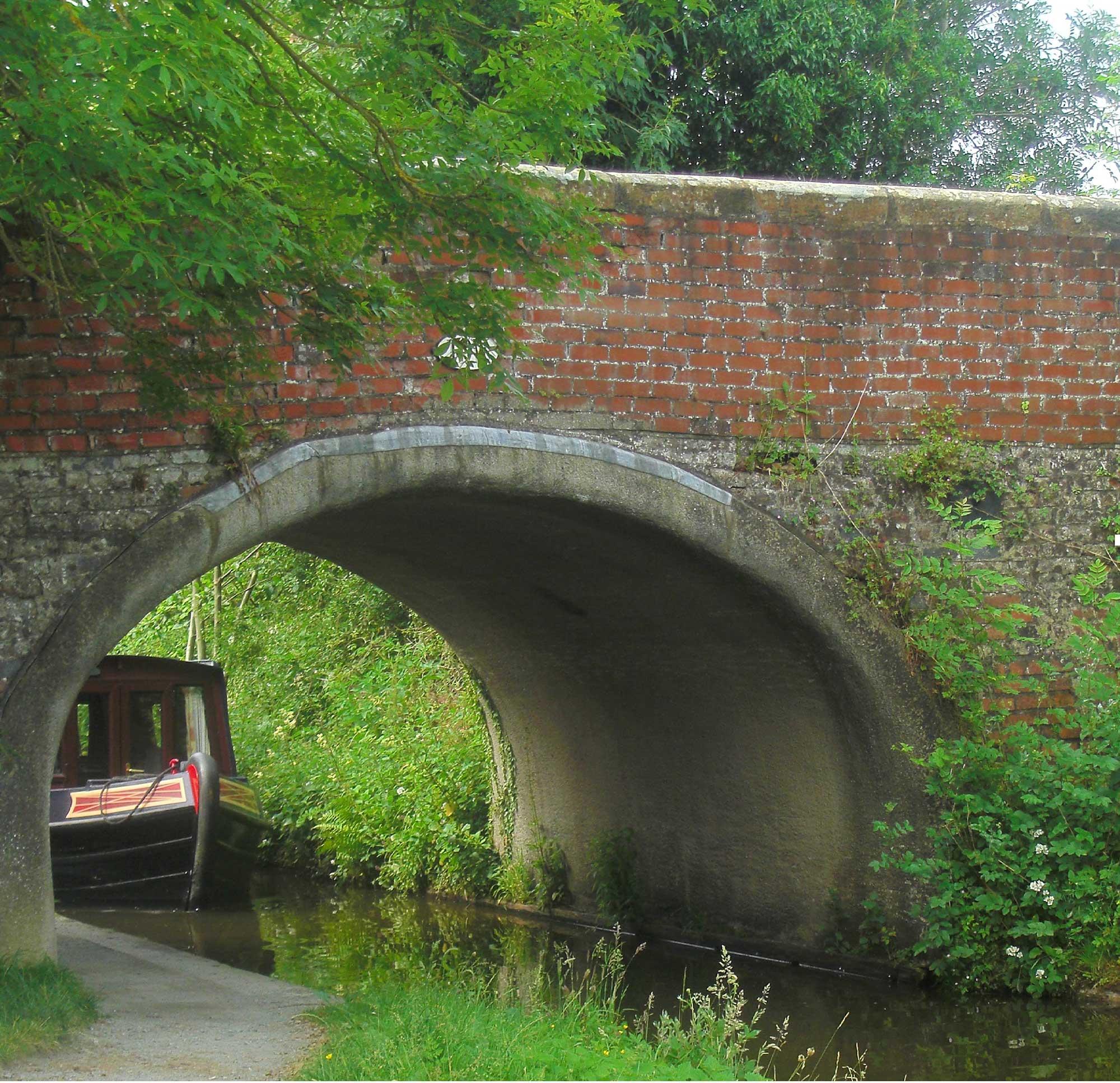 *barge under gledrid bridge