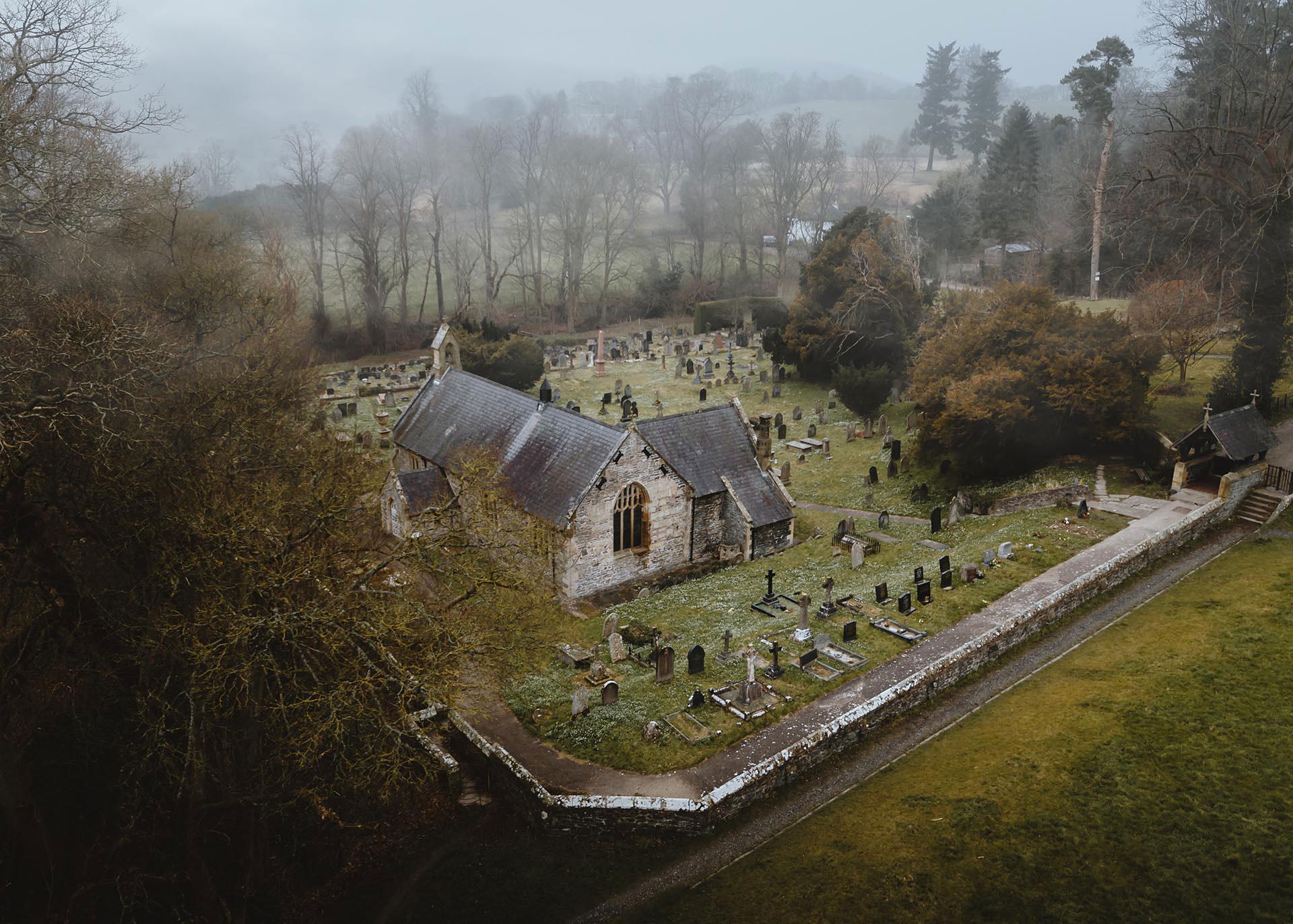 Yr Eglwys yn Llantysilio / The Church at Llantysilio