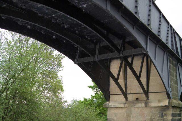 four arches beneath trough