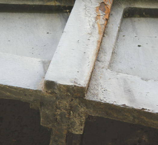 Thickness and flanges of aqueduct plates