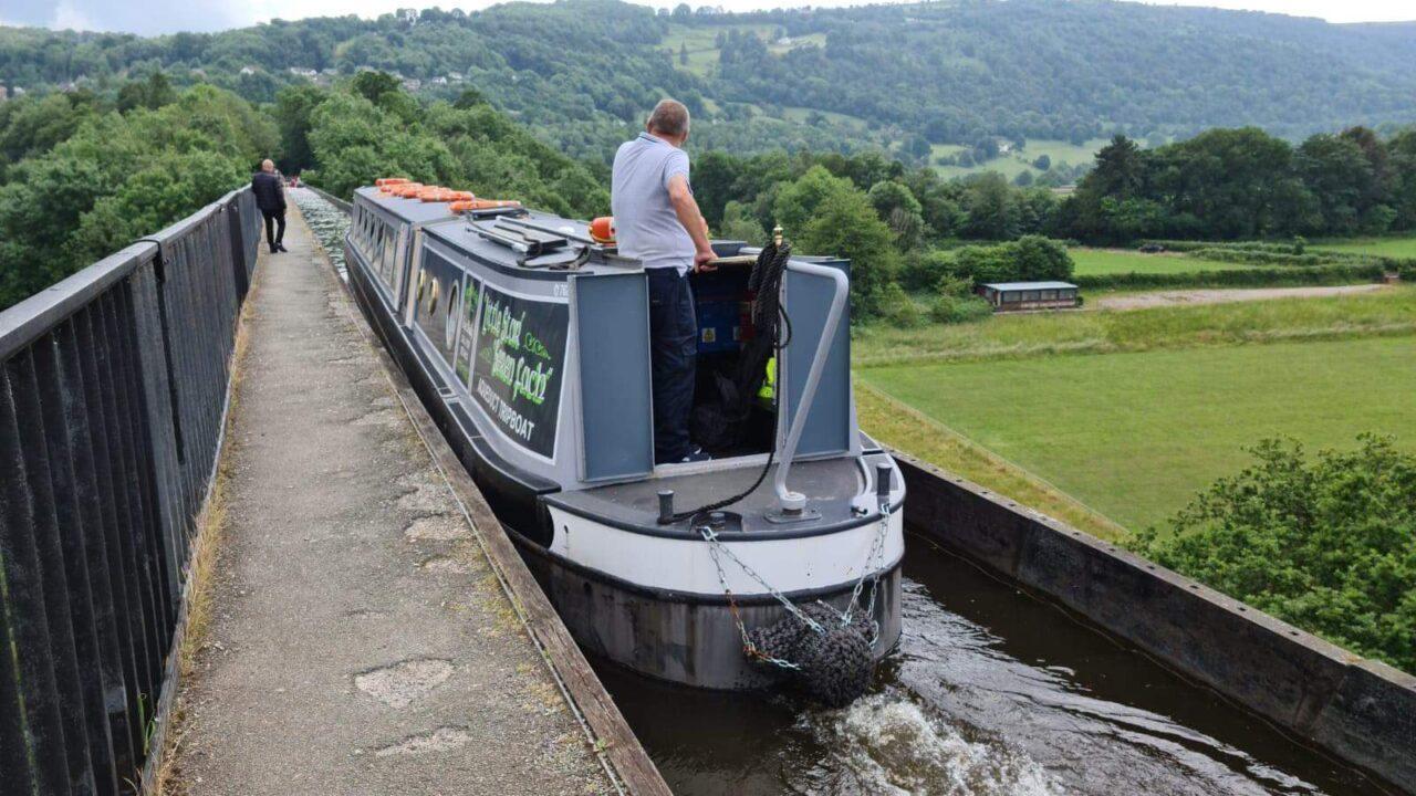 Little Star anglo Welsh Pontcysyllte aqueduct trip boat