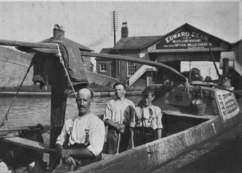 Richard Jones, boatman, at Wardle, Cheshire in the 1930s