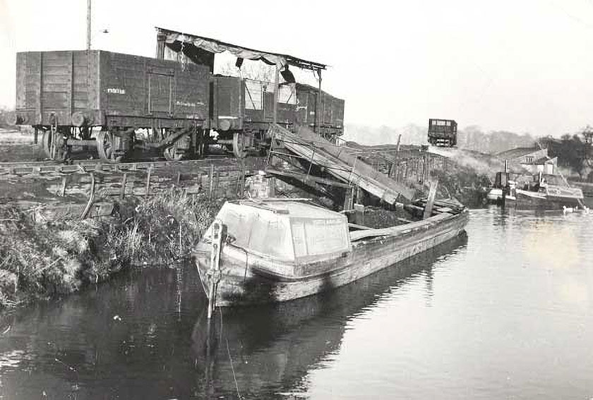 Barge loading with coal