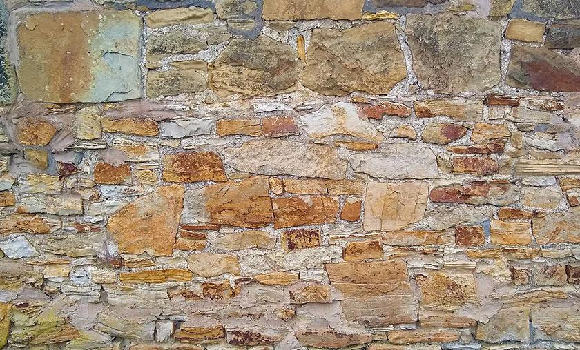 Gwaith haearn wal Trefor ironstone in Trevor wall