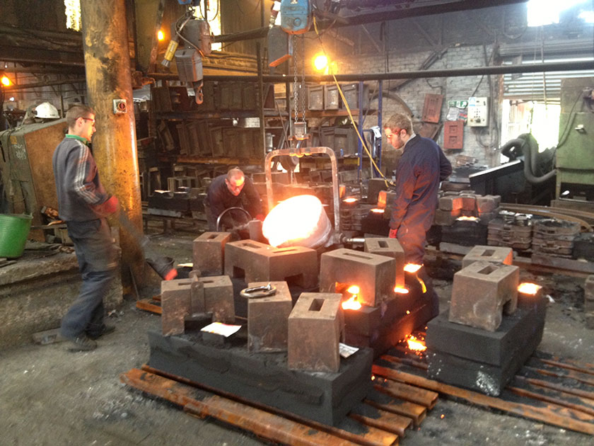 Tywallt haearn Pouring iron