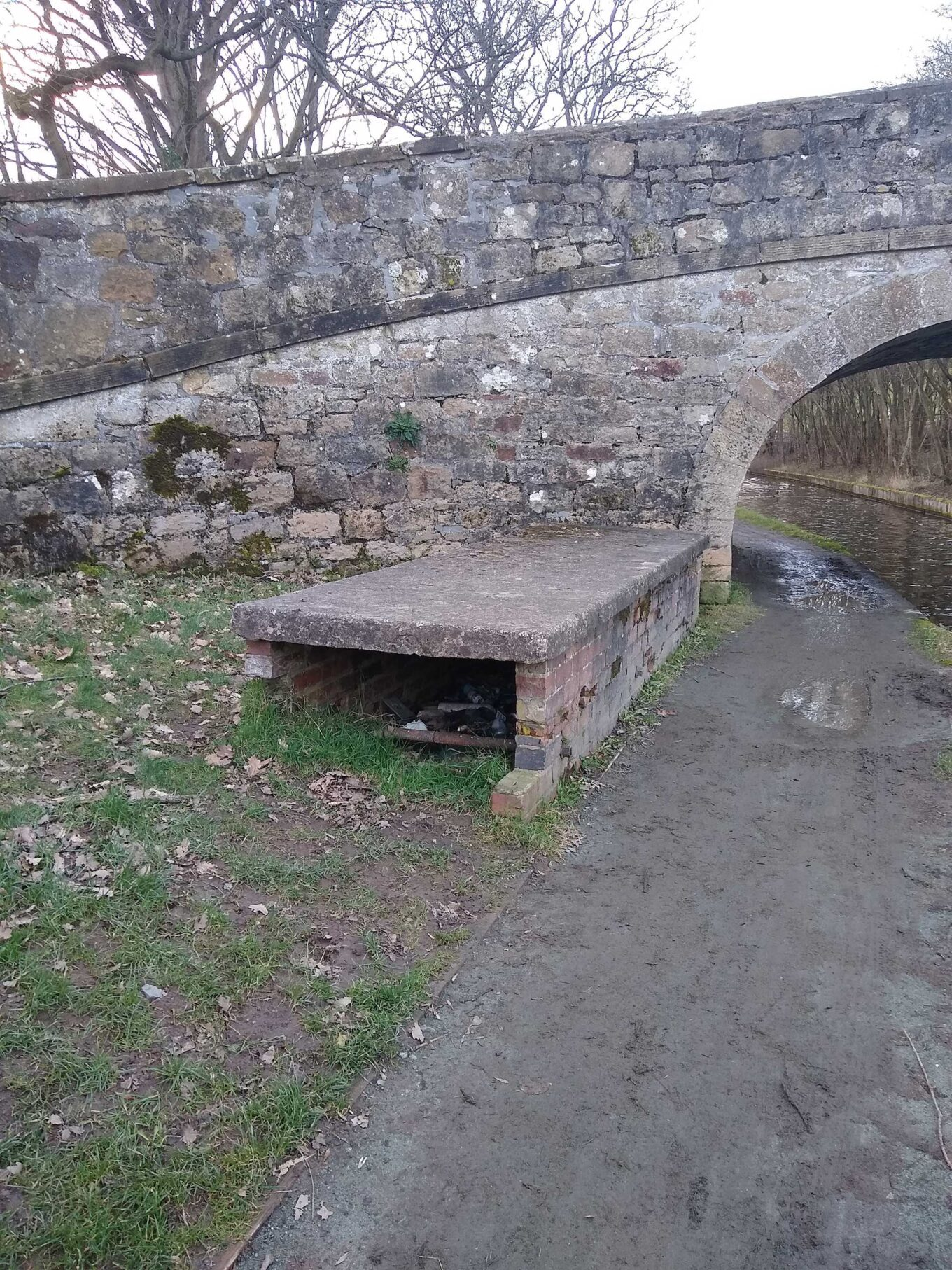 At Plas Isaf Bridge, the stop plank shelter is a low-level structure of brick and concrete.
