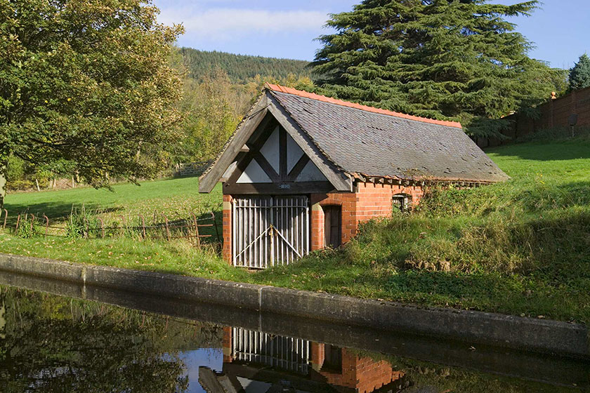 Tŷ cwch J C Edwards Bryn Howel  JCE Bryn Howel boathouse