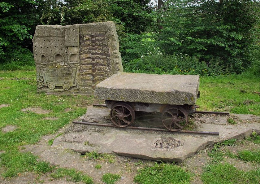 Cerflun gwaith calchfaen ym Mroncysyllte Limestone works sculpture at froncysyllte